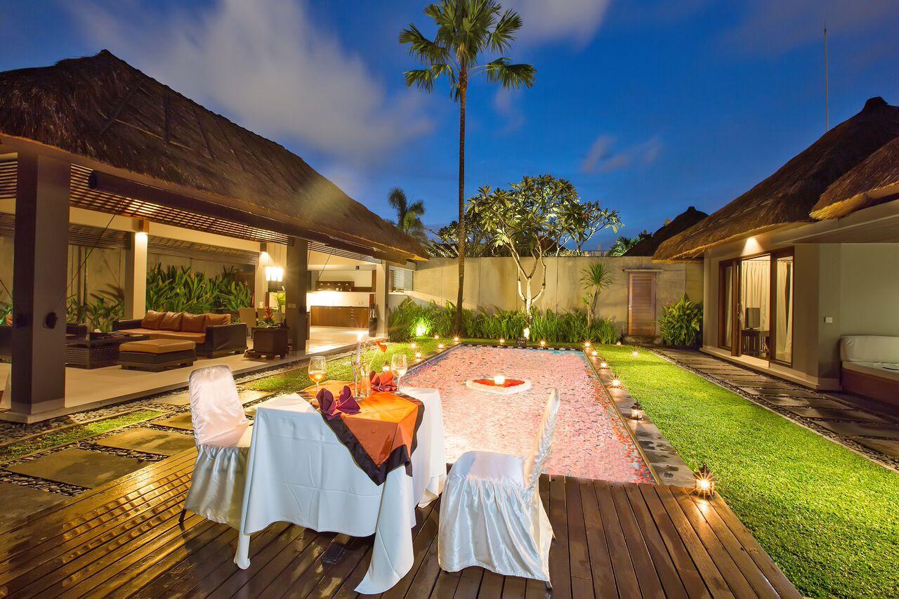 Couple in villa bali 39 s top honeymoon retreats beach - Villas en bali ...